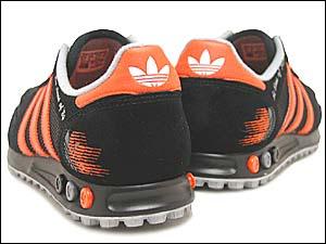 adidas la trainer 1984 (749898) アディダス LAトレーナー 1984 (ブラック/オレンジ)