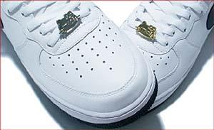 hello kitty × atmos shoelace top [atmos別注] スニーカーのシューレースを飾るキティちゃん