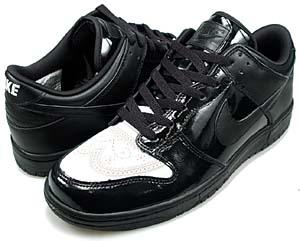 パテントの光沢と質感が革靴のよう。なによりも、フロントのウイングチップがおしゃれ