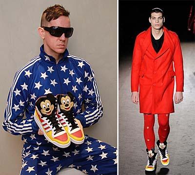 スニーカーを持つJEREMY SCOTT と ファッションショーのワンシーン