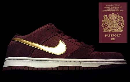 NIKE SB DUNK LOW PRO PASSPORT [DEEP BURGUNDY/METALLIC GOLD] 304292-600