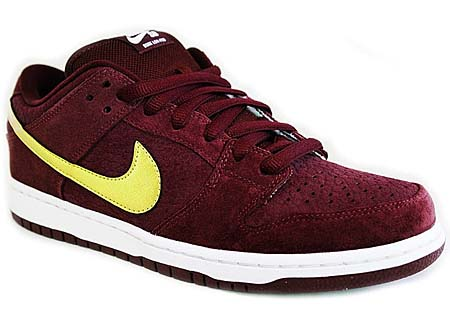 NIKE NIKE SB DUNK LOW PRO PASSPORT [DEEP BURGUNDY/METALLIC GOLD] 304292-600 画像