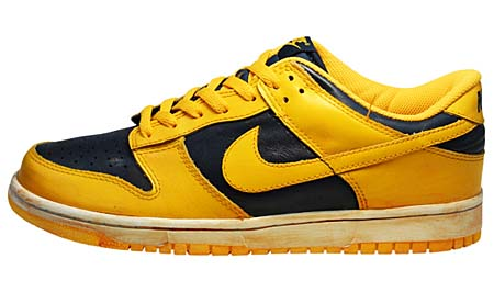 NIKE NIKE DUNK LOW VNTG [VARSITY MAIZE/MIDNIGHT NAVY] 446242-700 画像