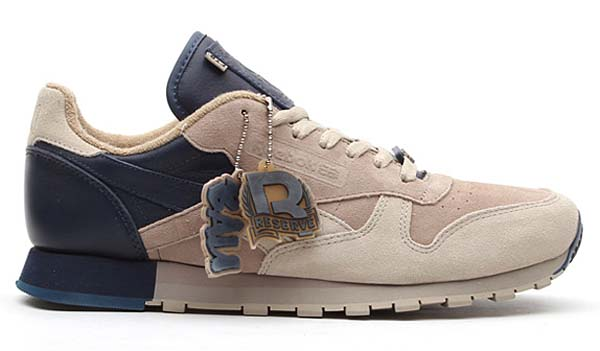 Reebok CL LEATHER LUX FRANK THE BUTCHER [BAU/KHAKI/OYSTER/ATHLETIC NAVY] V47584 写真1