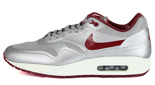 NIKE AIR MAX 1 HYP QS [METALLIC SILVER/DEEP RED-SAIL] 633087-006