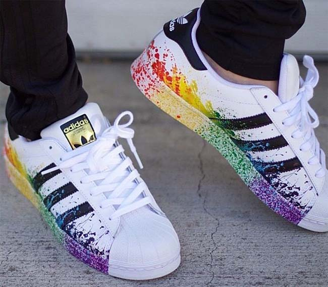 adidas Originals SUPERSTAR LGBT [RUNNING WHITE FTW / CORE BLACK] D70351
