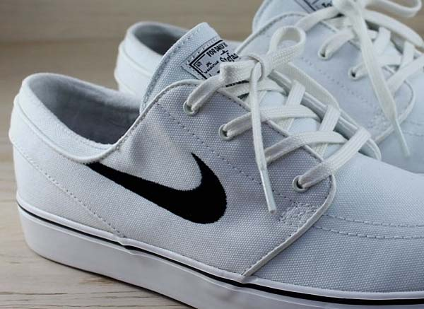 NIKE SB ZOOM STEFAN JANOSKI CNVS [SUMMIT WHITE / BLACK] 615957-100