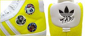 アッパーには岡本太郎の作品をプリントしたパーツを貼り付けることが可能