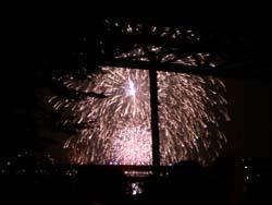 お台場からのぞき見る花火