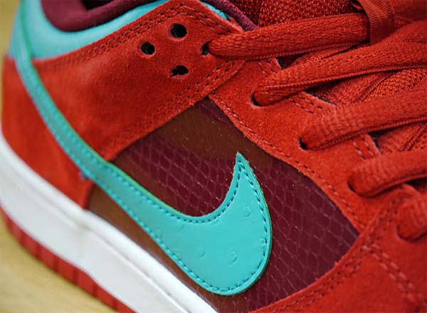 NIKE DUNK LOW PRO SB [BRICKHOUSE/TURBO GREEN-TM RED] 304292-636
