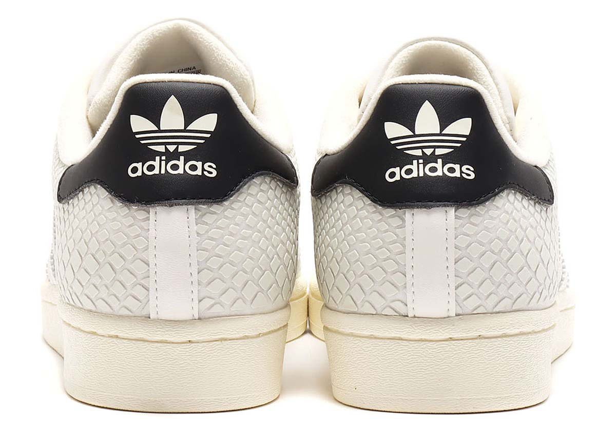 atmos x adidas SUPERSTAR G-SNK OFF WHITE / OFF WHITE / CORE BLACK FY5253 アトモス × アディダス スーパースター G-SNK オフホワイト/ブラック/蓄光