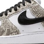 NIKE AIR FORCE 1 LOW RETRO COCOA SNAKE [TRUE WHITE / BLACK-COCOA] (845053-104)