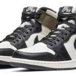 NIKE AIR JORDAN 1 RETRO HIGH OG MOCHA [SAIL / DARK MOCHA-BLACK-BLACK] (555088-105)